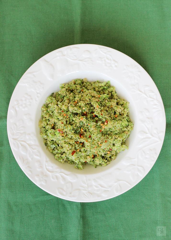 Brócoli con quinoa y cebolla