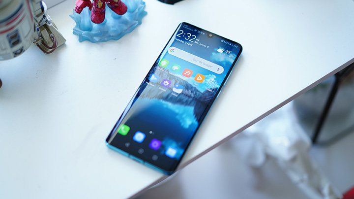 Facebook bans pre-installs of its apps on Huawei phones