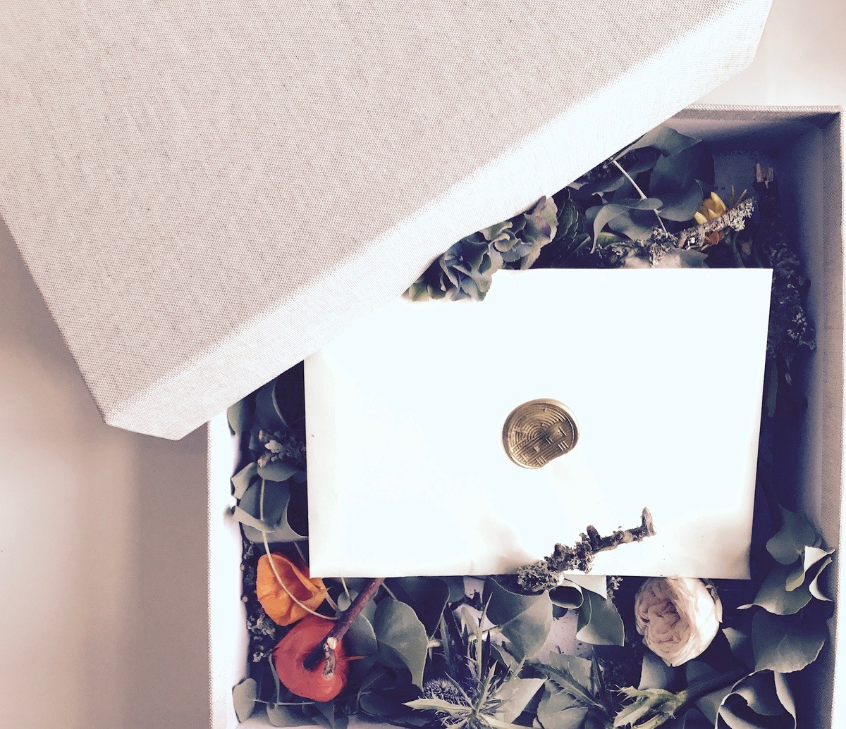 The YUME launch press kit featured a sustainable cardboard/organic cotton archive box by La Petite Papeterie Francaise.