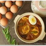 Varutharacha Mutta Curry / Eggs in a Roasted Coconut Sauce