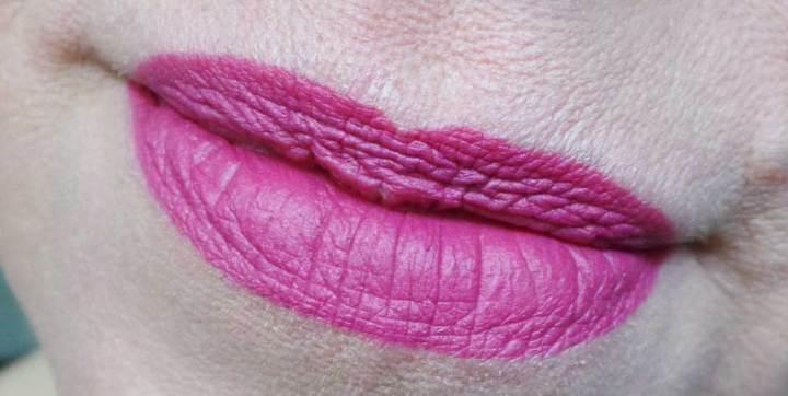 Essence-roller-blush-YustSoMe-Lipliner-Berry-F7