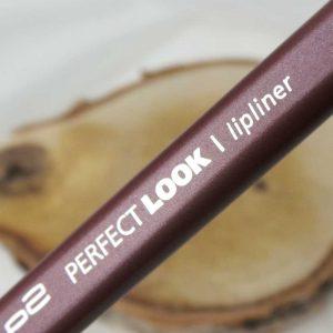 Lips-yustsome-lipliner-p2-manhattan-lipstick-4