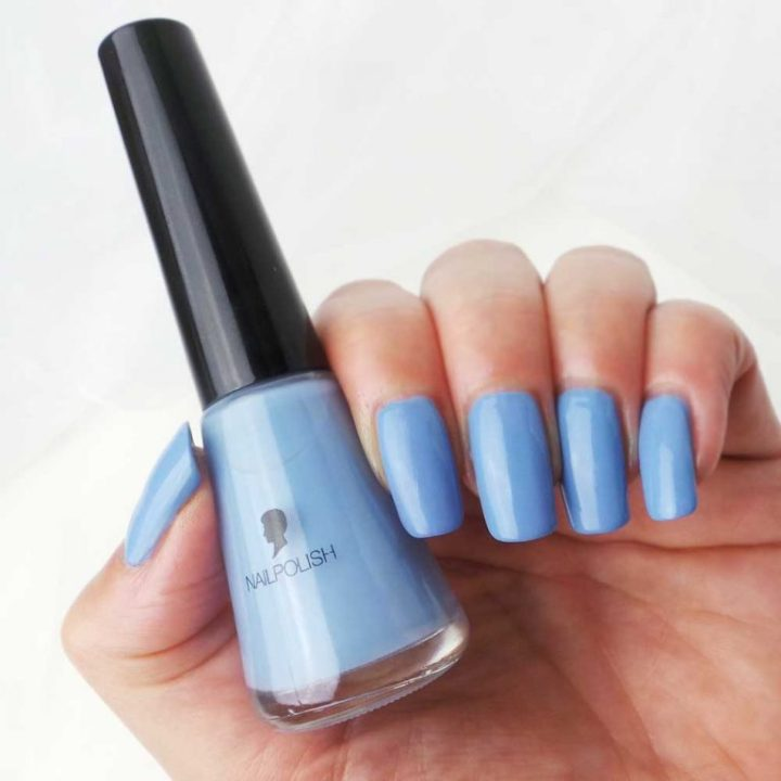 Schwarzkopf-nagelak-promo-blauw-cloudy-yustsome-swatched-it-1