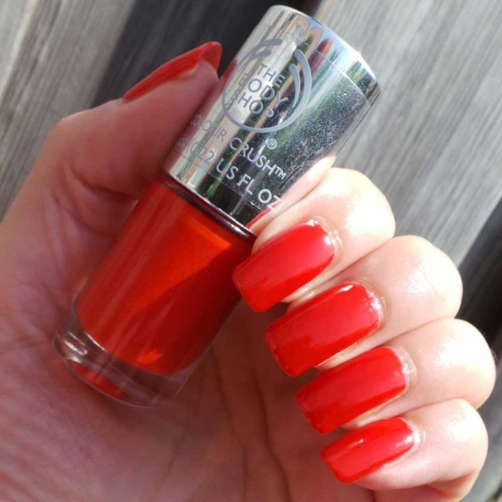 The-Body-Shop-130-red-my-mind-nagellak-yustsome-swatchedit-4