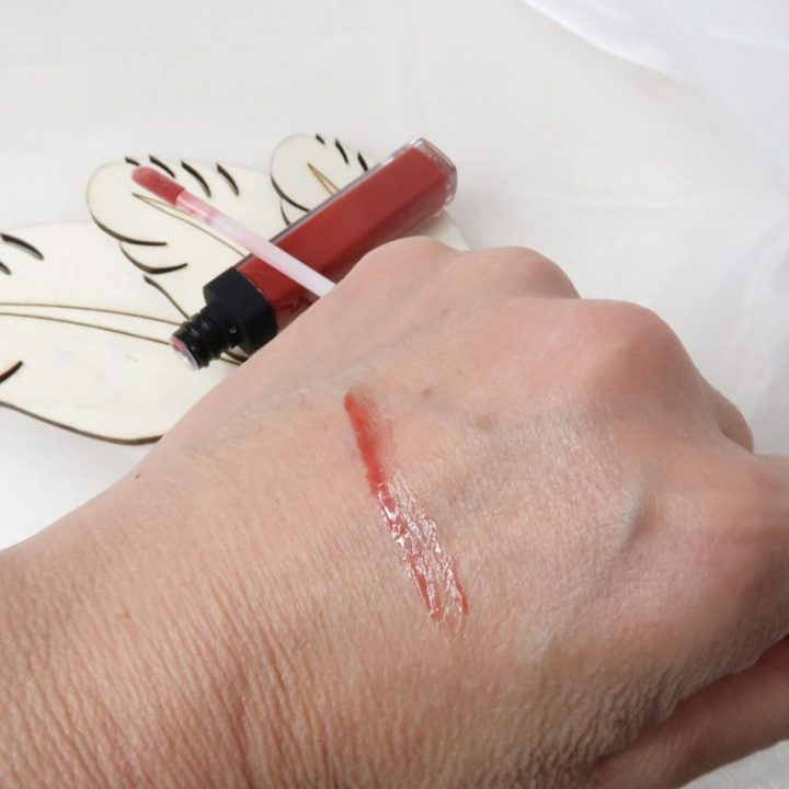 be-licious-lips-004-divine-swatch-lipgloss-yustsome-40plusvrouw-7