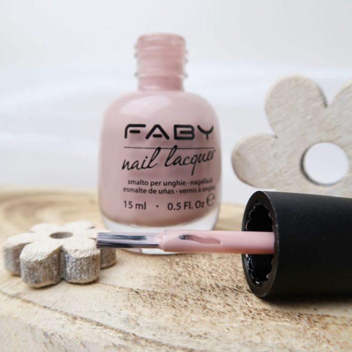 Faby-nailpolish-swatch-nagellak-naturally-nude-nagels-yustsome-2