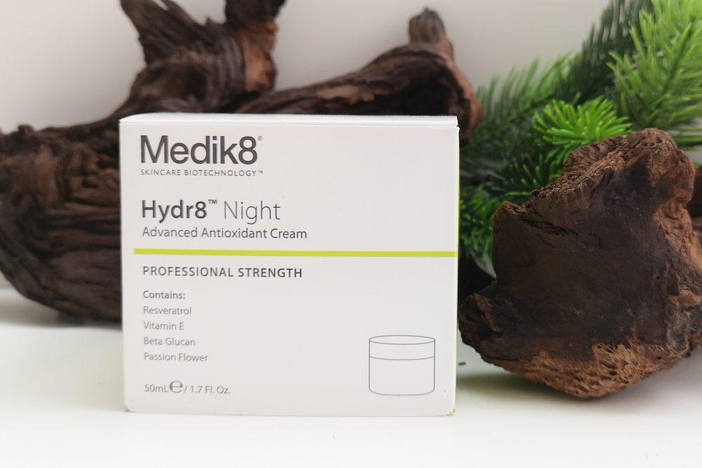 Een nachtcrème getest van Medik8 door mijn moeder