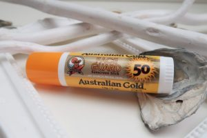 Australian, gold, factor, 50, spf, oren, face, neus, gezicht, tattoo, tatoeage, bescherming, zonnebank,