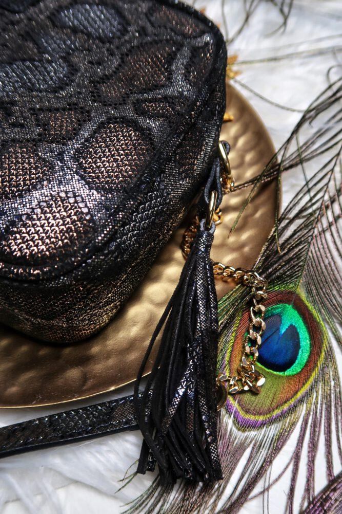 Isabel Bernardd, kalfslederen, handtas, crossbody, leder, design, slangen, print, goud, bruin, grijs, dames, mode, fashion, beautysome