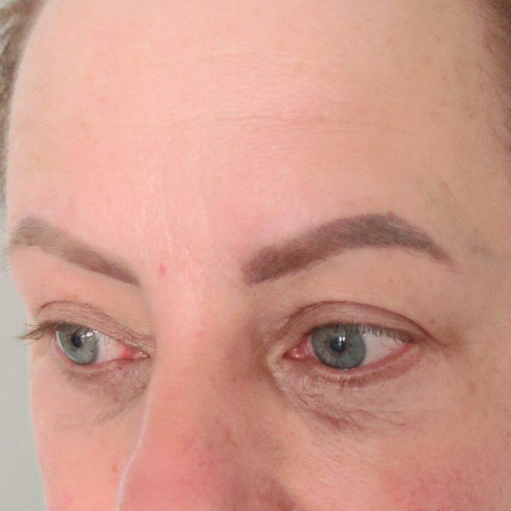 obagi, elastiderm, oog, contour, wallen, krijgen, droge huid, huidverbetering, 40, 50, 60, plus, vrouw, crème, smeren, beautysome, yustsome