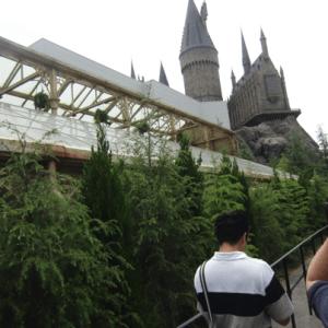ハリーポッターホグワーツ城待ち列の様子