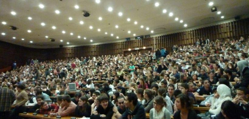 Amphi d'université bondé