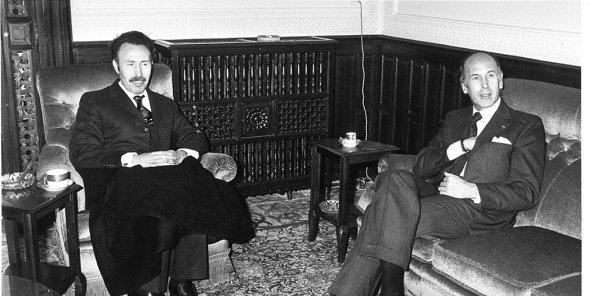 Valéry Giscard d'Estaing et Houari Boumédiène, en avril 1975, à Alger. © Archives Jeune Afrique