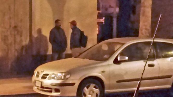 Le foto scattate dai sindacalisti Mannino e Mandrà oggi a Paternò e che ritraggono i braccianti nei luoghi dove si radunano per cercare lavoro