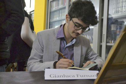 """L'autore di """"Vangelo Elementare"""" Luca Furnari"""