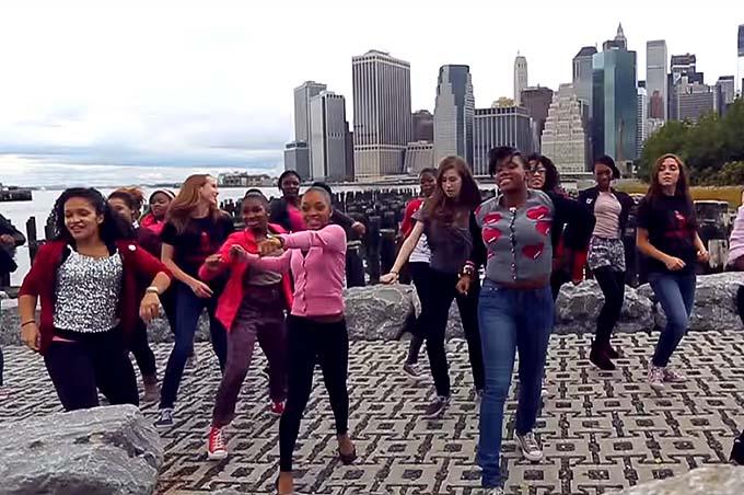 """""""One Billion Rising"""", il mondo  canta e balla per dire no alla violenza sulle donne"""