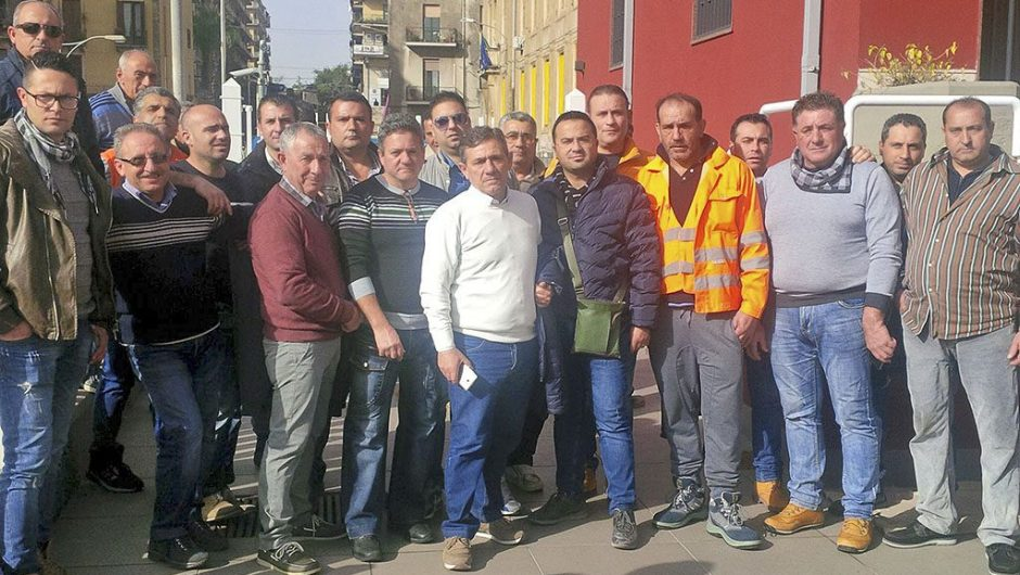 Catania, protesta lavoratori Tecnis senza stipendio da settembre