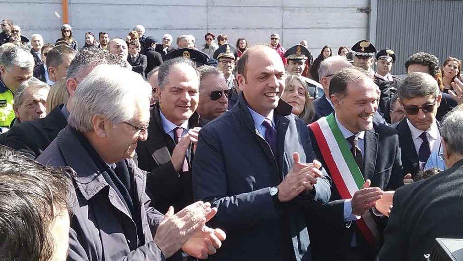 """Adrano, il Ministro Alfano inaugura l'asilo """"Aylan"""". """"Dedicato a tutti i bimbi morti in mare"""""""