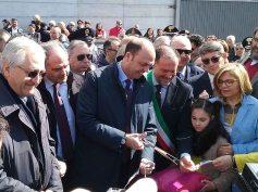 """Adrano, il Ministro dell'Interno Angelino Alfano taglia il nastro inaugurale all'asilo nido """"Aylan"""""""