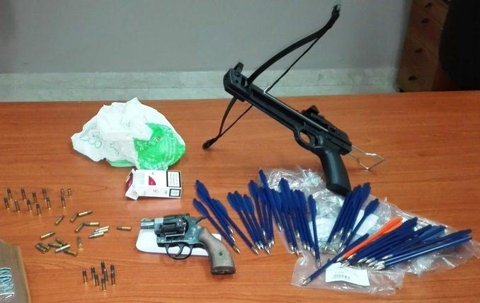 Biancavilla, 49enne arrestato per evasione dai domiciliari e detenzione illegale di armi