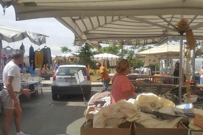 Biancavilla, anziano accusa malessere al mercato: ambulanza impiega mezz'ora per arrivare
