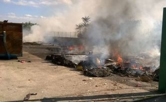 incendio_isola_ecologica_22_0_16_licodia (2)