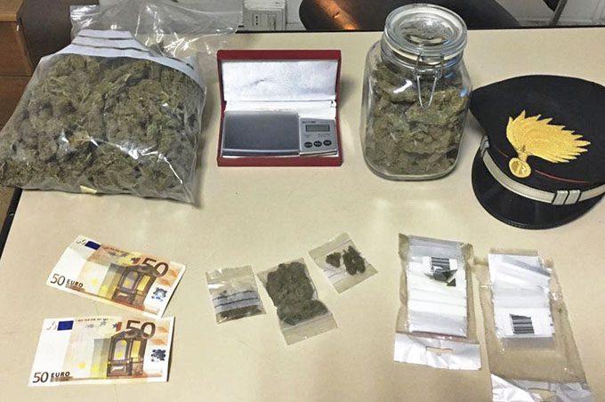 Belpasso, arrestato spacciatore mentre preparava la droga da vendere