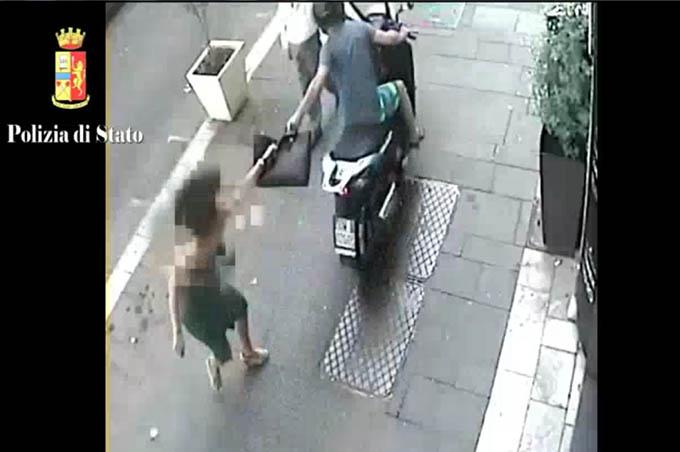 Catania, arrestato scippatore (VIDEO DI UNO SCIPPO)