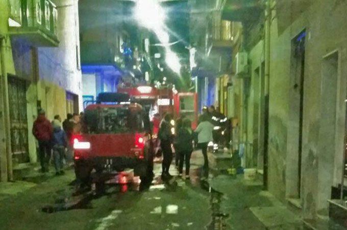 Biancavilla, incendio in serata in via san Benedetto