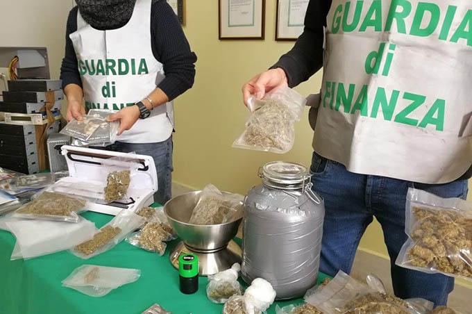 Catania: un chilo di marijuana nel Suv. Arrestato