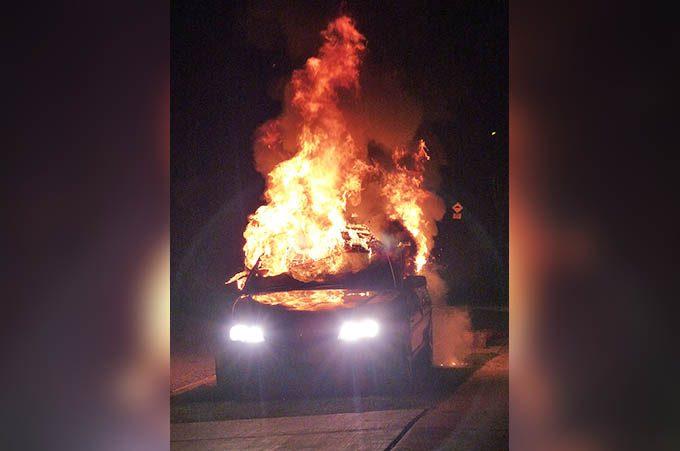 Paternò. Auto incendiate: denunciati due giovani