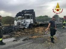 paternò_vigili_fuoco_camion_paglia_28_06_2017_03