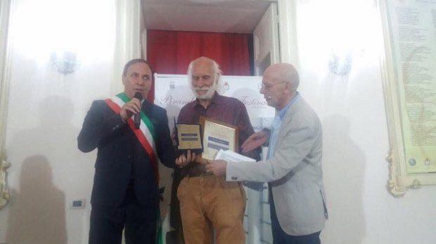 Paternò, premio alla carriera per l'artista Enzo Indaco