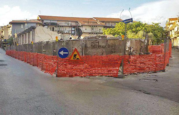 Paternò, si lavora alla demolizione dell'ex palazzo Esa