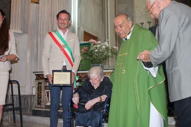 Belpasso, la città festeggia nonna Anna
