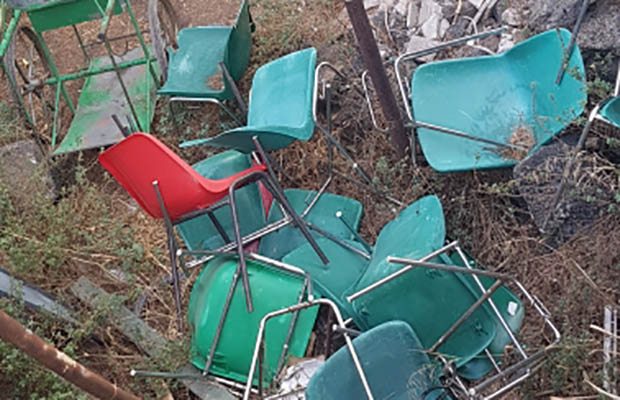 """Adrano, M5S inaugura la propria sede e denuncia: """"Villa in condizioni pietose"""""""