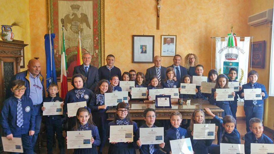 """Biancavilla. Premio """"Regoliamoci – EcoCentrico"""" alla """"Marconi"""""""