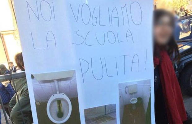 """Adrano. Liceo """"Verga"""" sporco, protesta degli studenti"""