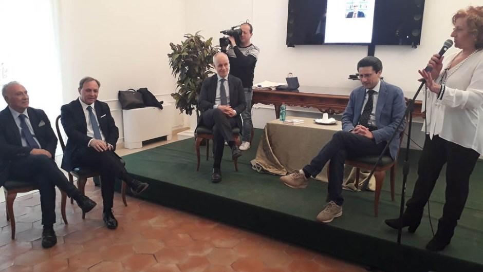 """Paternò, presentato il libro """"Un paese senza leader"""""""