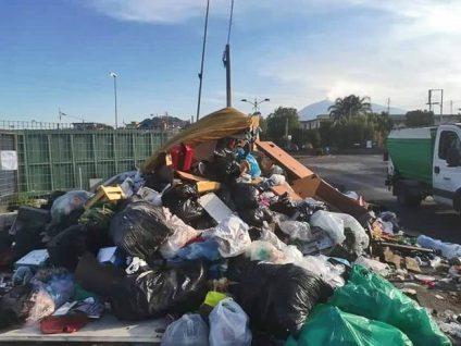 paternò_rifiuti_isola_ecologica_19_06_2018_02