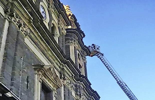 Adrano, rimossa croce pericolante di un campanile di Santa Lucia