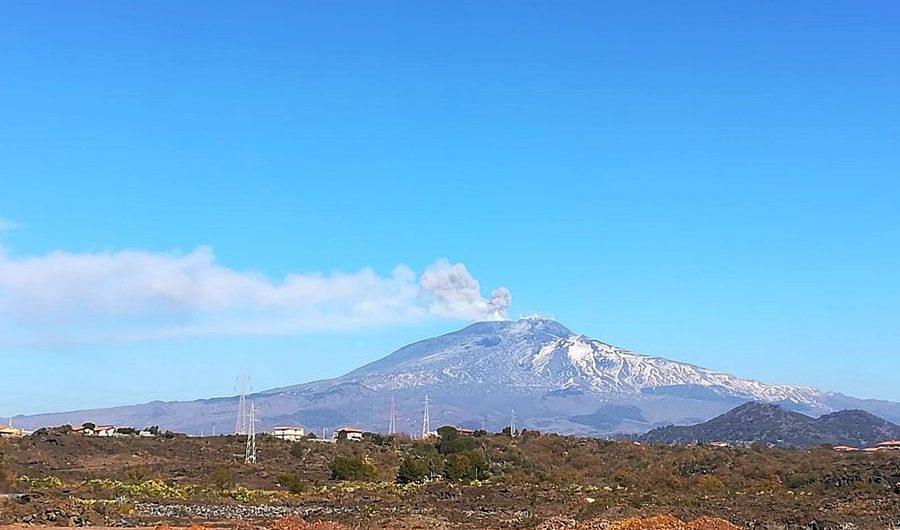 Etna. Terremoto a Ragalna e nuova emissione di cenere