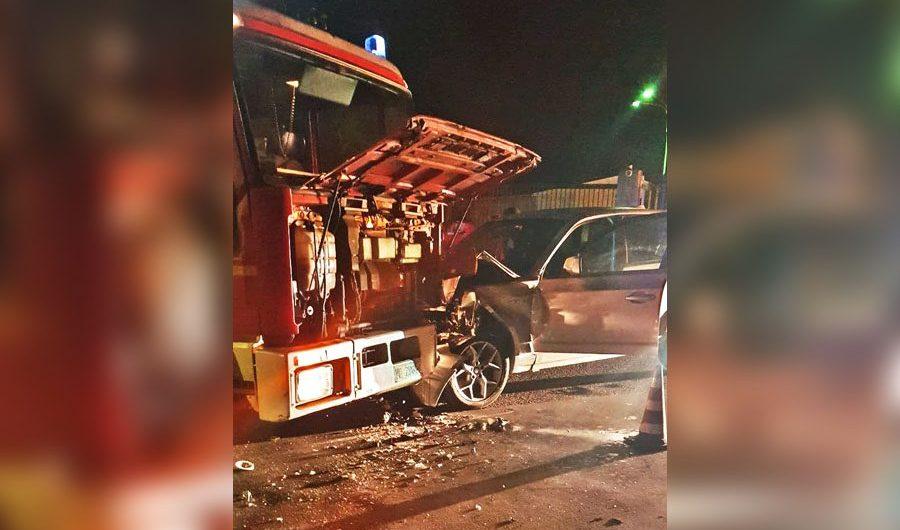 Belpasso. Autobotte dei pompieri contro auto: due feriti a Piano Tavola