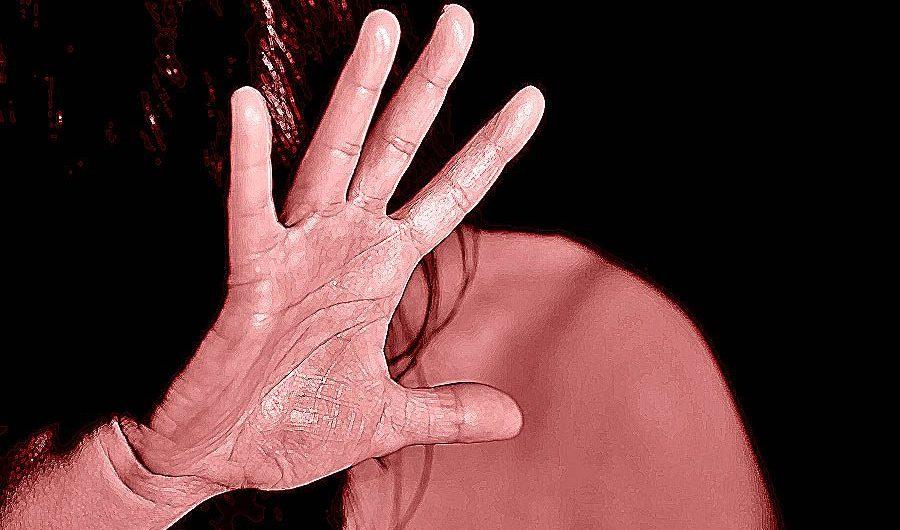 Catania. Violenze e atti sessuali su moglie e figlio: arrestato 36enne
