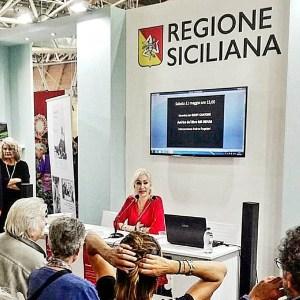 """""""Fiera del Libro"""" di Torino, Giusy Cantone presenta il suo libro Mr. Rehab"""