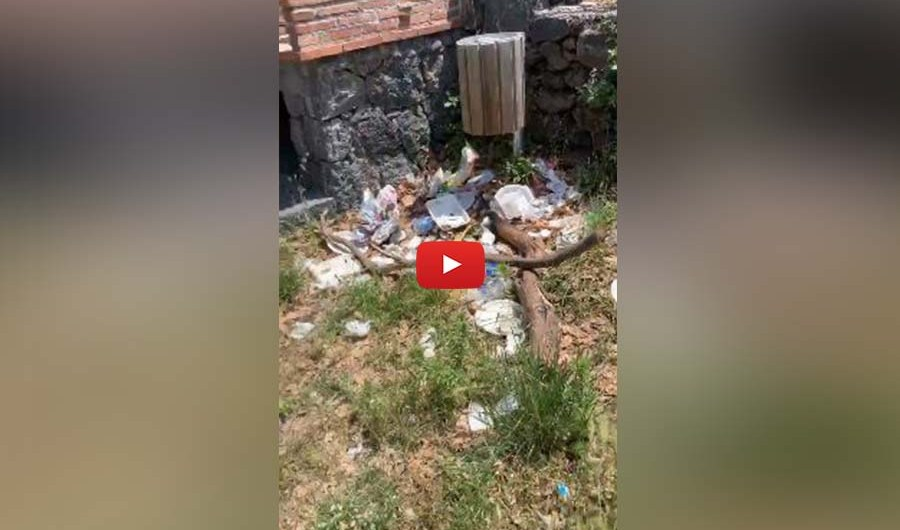 """Santa Maria di Licodia. Degrado in area picnic in zona """"Vigne"""""""