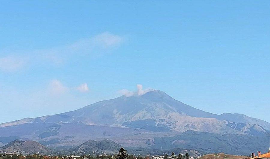 Etna, in mattinata attività stromboliana al Sud-Est