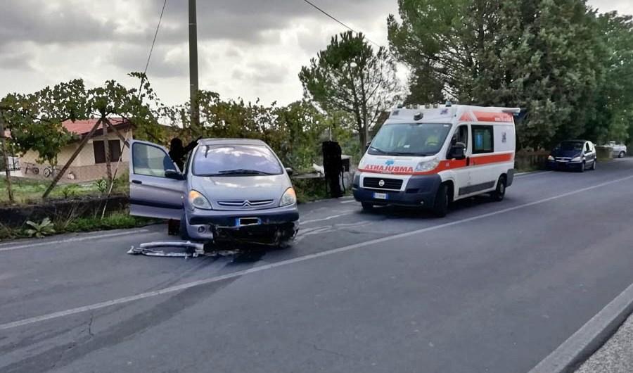 """Belpasso. Ancora un incidente alla curva di """"Cisterna Regina"""": si attende la tragedia per la messa in sicurezza?"""
