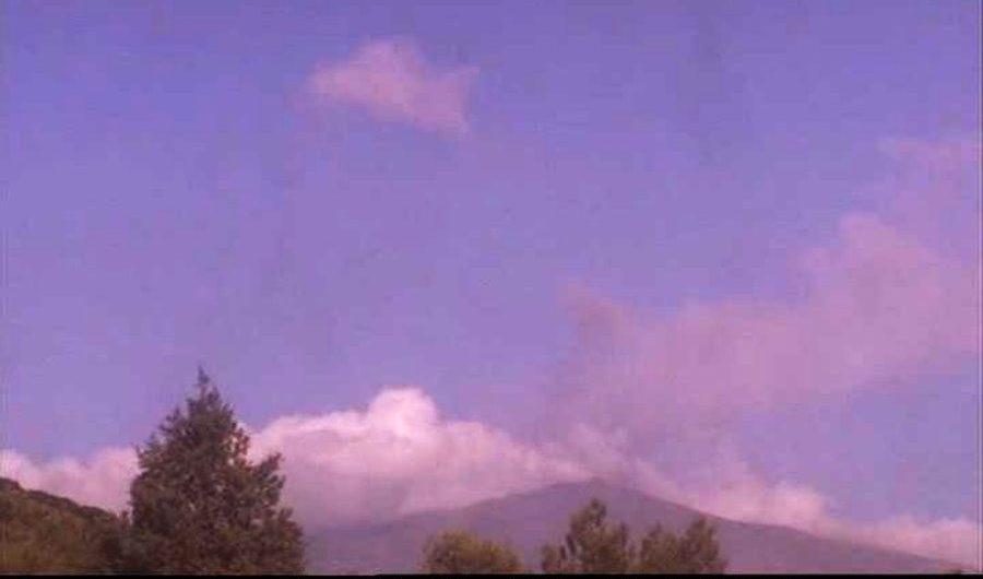 Etna. Emissione di cenere dal Nord-Est, chiuso un settore aereo di Fontanarossa