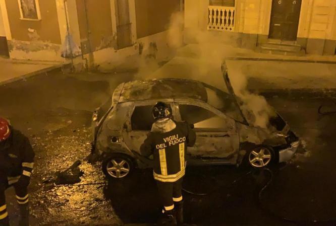 incendio auto licodia_21_10_19 (2)